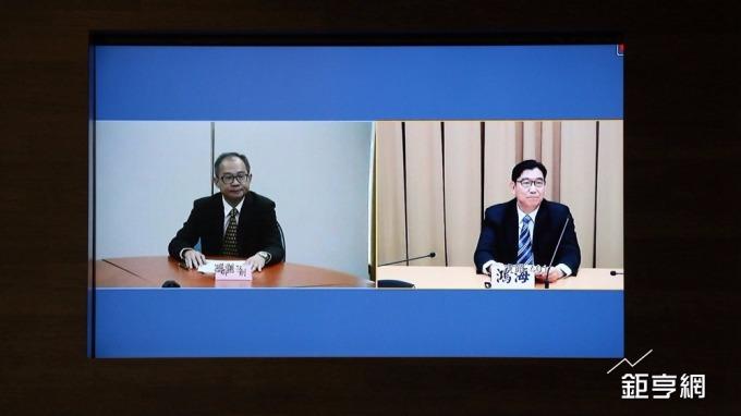 鴻海發言人邢治平(右)與群創總經理蕭志弘。(鉅亨網記者李宜儒攝)