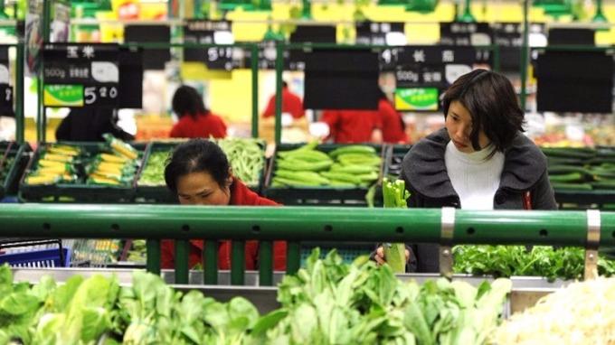 中國10月消費、工業和投資增長速度皆放緩,低於市場預期。 (圖:AFP)