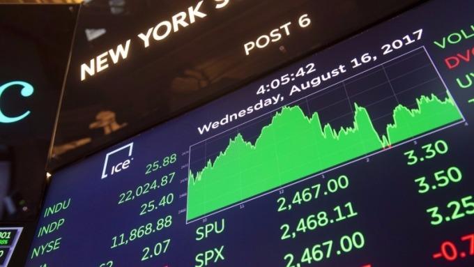 大摩建議繼續投資股市,勿因拉回而脫手      (圖:AFP)