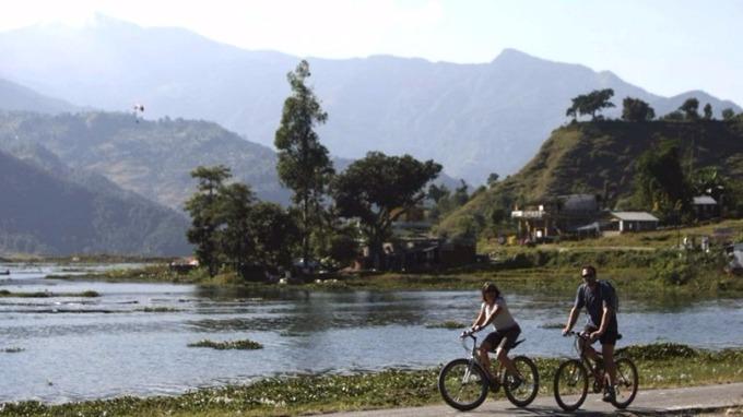加德滿都以西的博卡拉哈帕圖的帕瓦湖,是尼泊爾最大的旅遊景點之一。 (圖:AFP)