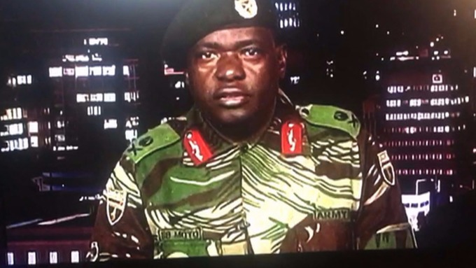 辛巴威國防軍少將 Sibusiso Moyo 透過當地國家廣播公司發表聲明。(AFP)