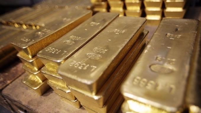 稅改進入參院後變數仍多,美元走軟,黃金期貨上揚。(AFP)
