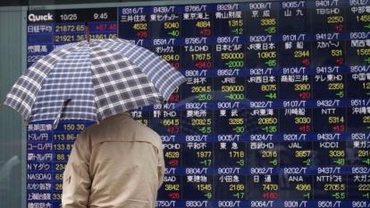日股大漲創25年新高後開始拉回      (圖:AFP)