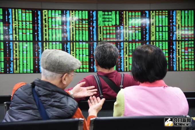 大型股軟腳台股收跌37點10700點又失守
