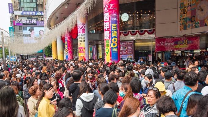 SOGO台北三館今年周年慶引發人潮搶購。(圖:SOGO提供)