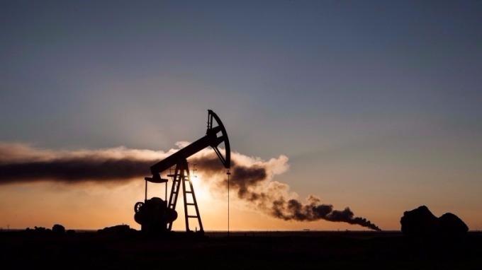 油管洩漏加上OPEC會議期待,油價站上兩年半新高      (圖:AFP)