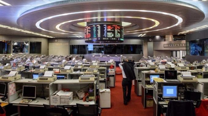 瑞銀表示,相信北水仍會續撐香港股市,因此對明年港股表現保持樂觀。 (圖:AFP)