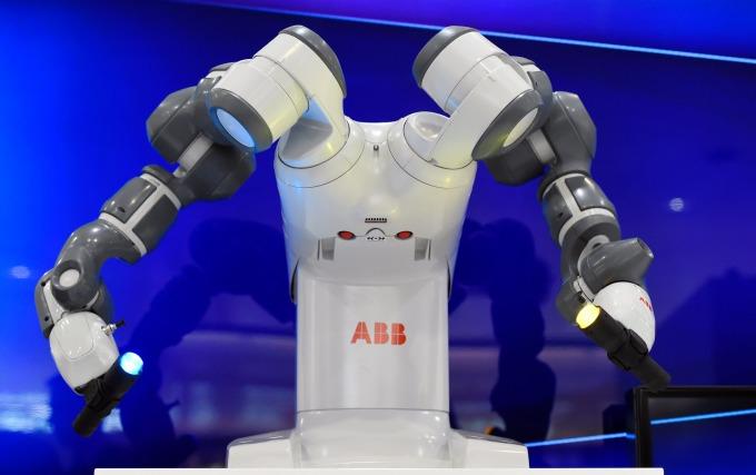 高度專業智能的工作不易被機器取代      (圖:AFP)