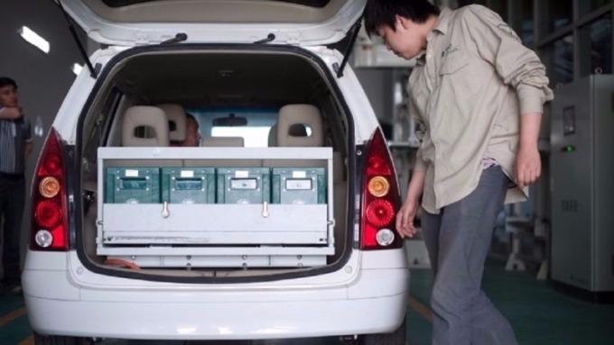 中國十三五末期,新材料關鍵技術產業化,著重在動力電池材料系統高安全、高比能、高效率方向發展。(圖:AFP)