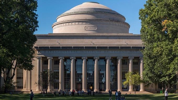 MIT教授: AI 技術沒發展這麼快 科技公司投資恐成泡沫