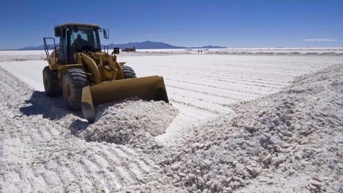 玻利維亞的烏尤尼鹽沼,含有世界最多鋰地方之一