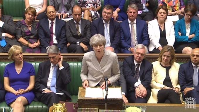 容克擔心,若英脫歐談判仍陷僵局,梅伊的政府可能會在下周垮台。 (圖:AFP)