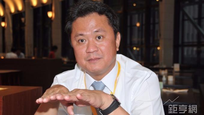 玉晶光董事長陳天慶主持法說會。(鉅亨網資料照)