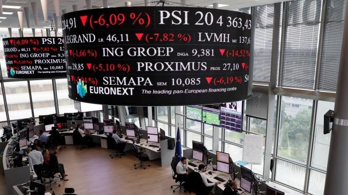 圖:AFP  歐洲股市收盤漲跌互見