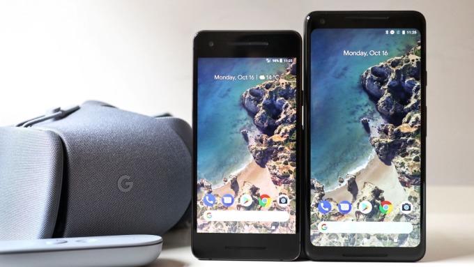 Google Pixel 2 (左)和 Pixel 2 XL (右)