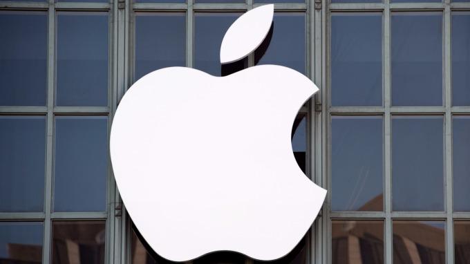 凱基投顧最新報告指出,2018年新款iPhone電池軟硬板 (RFPCB) 2018年產值將強勁年成長40-50%。(圖:AFP)