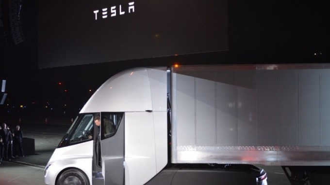 Tesla Semi (圖:AFP)