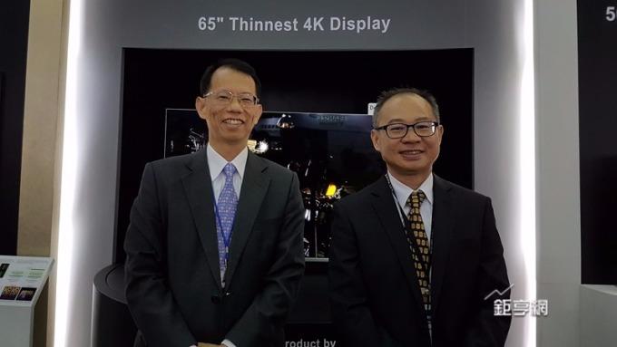 群創11月營收回溫。圖為董事長王志超(左)右為總經理蕭志弘。(鉅亨網資料照)