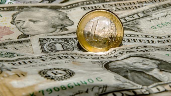 美元即將反彈?(圖:AFP)