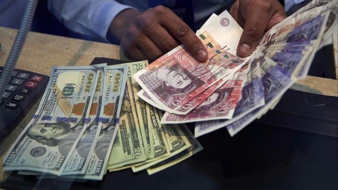 投機資金看壞美元 (圖:AFP)