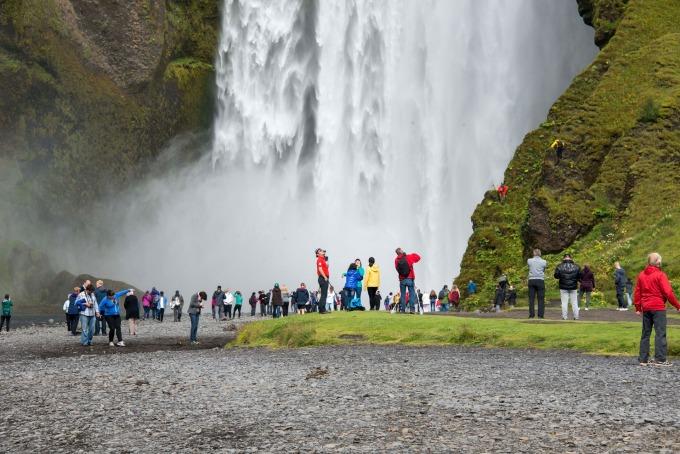 冰島南部 Skogar 瀑布 / 圖:彭博