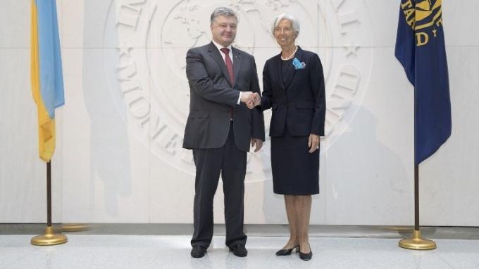 (左)烏克蘭總統Petro Poroshenko (右)IMF總裁Christine Lagarde (圖:AFP)