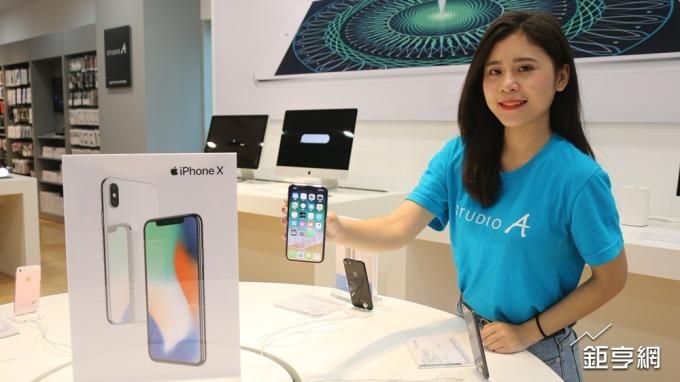 〈蘋果遭降評〉iX退燒?蘋果專賣店鋪貨率還不到5成 鴻海仍全力趕工