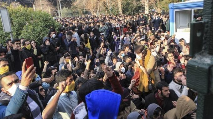 反政府示威越演越烈 伊朗切斷Telegram及IG 川普狠酸