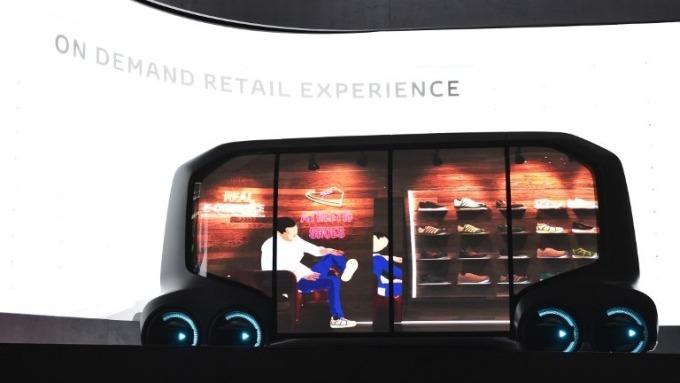 〈CES開展〉豐田總裁誇口挑戰蘋果、谷歌 介紹無人駕駛多功能概念車
