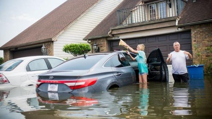 「哈威」(Harvey)造成德州大規模洪水的損失高達1250億美元。 (圖:AFP)