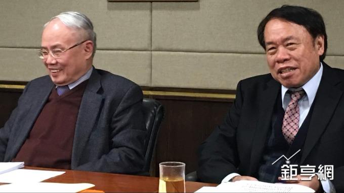 台化副董事長洪福源(左)、台塑化總經理曹明。(鉅亨網記者林薏茹攝)