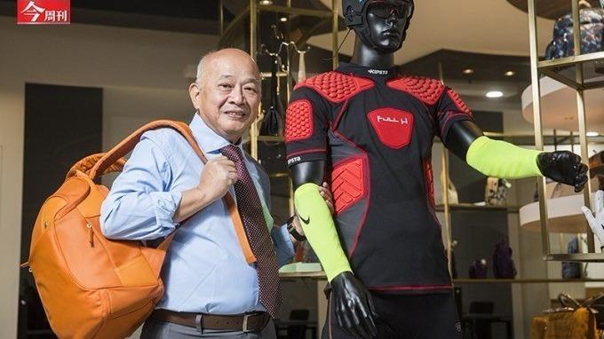威宏不只是 Nike14 年的運動配件夥伴,洪永裕透露,法國知名包包品牌 Longchamp 約莫一半產品,也來自威宏。(今周刊)
