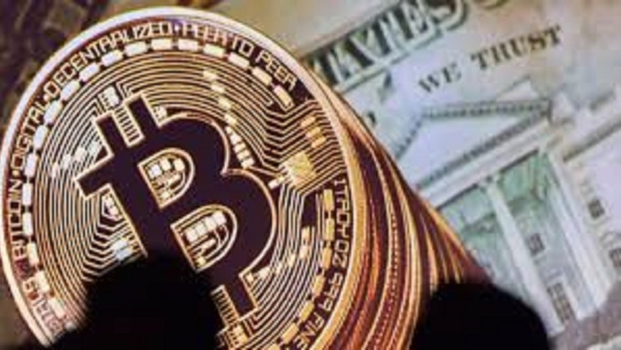 散戶投資人瘋狂加入加密貨幣交易的行列。(圖:AFP)