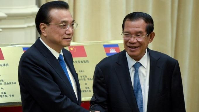 李克強晤柬埔寨首相洪森。 (圖:AFP)
