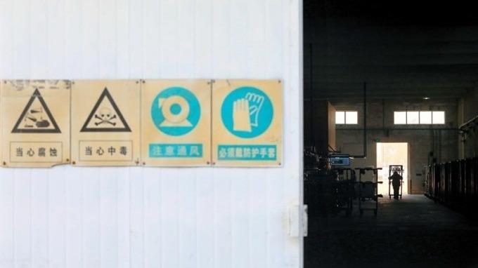 天津限產令剛發布,走進某台企廠區內,隨處可見環安標語,員工數反倒冷清。(本圖非口述案例工廠)(攝影者.楊文財)