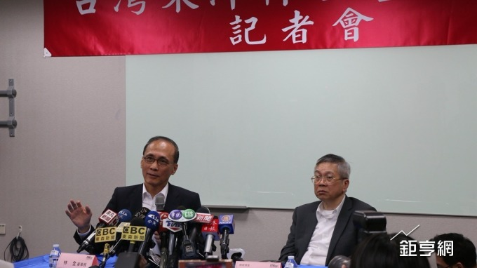 東洋新任董事長林全(左)與總經理蕭英鈞。(鉅亨網記者李宜儒攝)