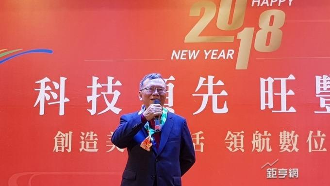 〈中華電尾牙〉席開101桌520個獎項 鄭優高歌開場 今年營收、獲利續成長