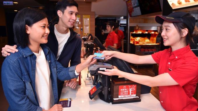 在麥當勞消費也能刷卡和手機付費 2月5日開啟新服務