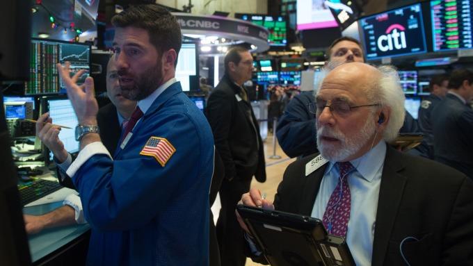 圖:AFP  美國股市週五狂跌重挫