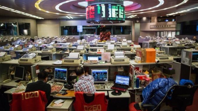 分析師預期,港股本周或跌回至31000點關口附近。 (圖:AFP)
