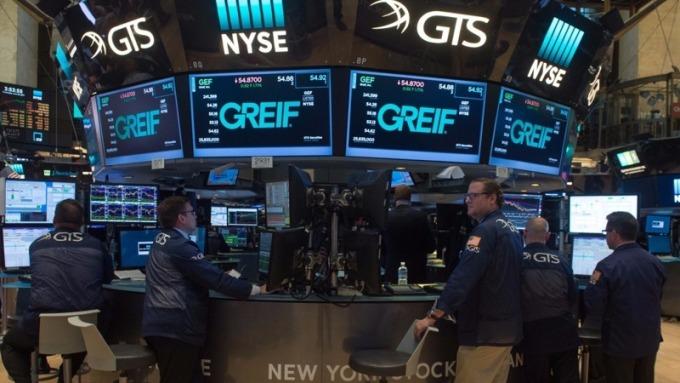 別急著賣股!美股單日爆跌4%後 上漲機率超過6成。(圖:AFP)