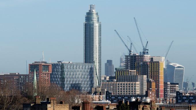 英國房價六年來首次下跌。(圖:AFP)