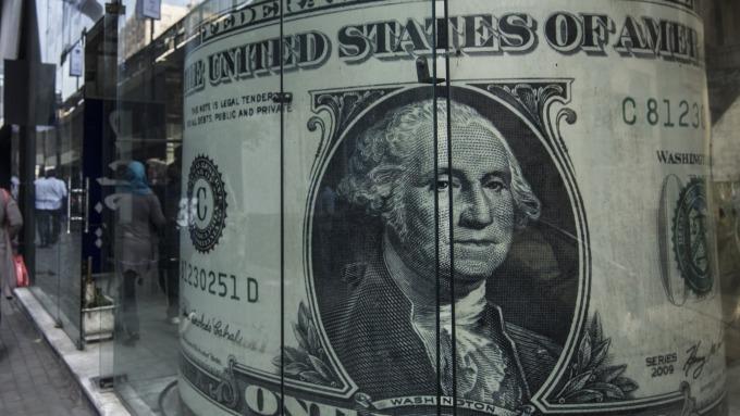 圖:AFP  美元週一小幅下滑