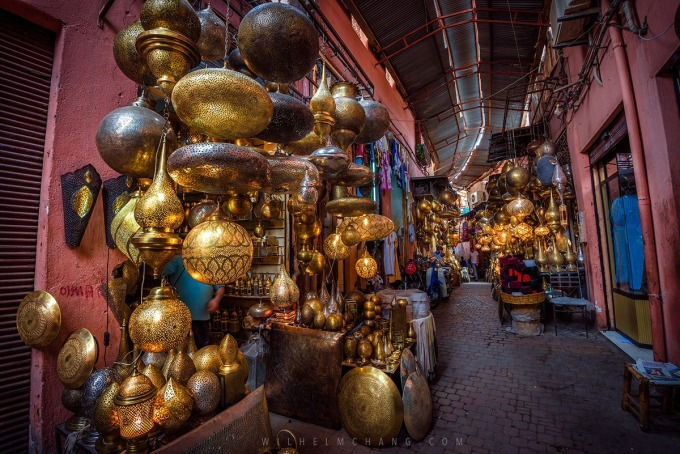 馬啦喀什的大市集中,可以看到許多手工打造的銅器飾品,是千年流傳的手工藝。