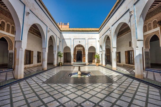 Palais de la Bahia巴伊亞王宮位於馬拉喀什,簇擁著眾多花園的一座典雅宮殿,建於十九世紀末,在當時是摩洛哥最大最宏偉的宮殿建築。