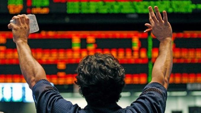 全球震盪激烈免驚,基本面仍佳,逢回定期定額分散風險。(圖:AFP)