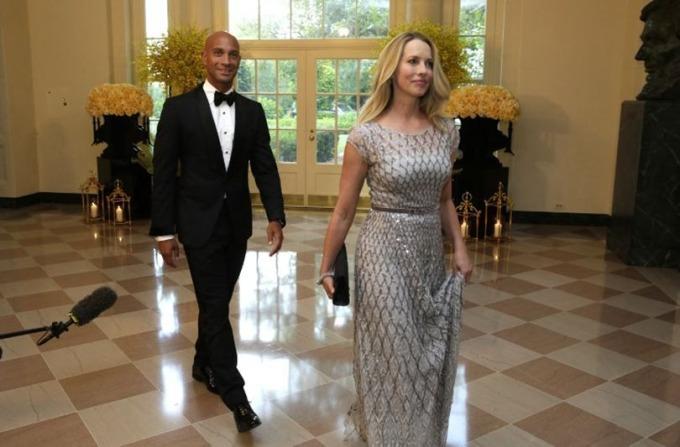 賈伯斯遺孀勞倫、鮑威爾‧賈伯斯(右)對傳媒行業感興趣。 (圖:AFP)