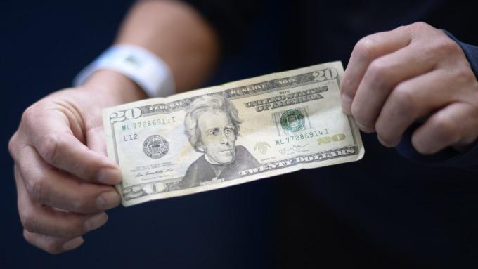 美元再度跌破90關口。(圖:AFP)
