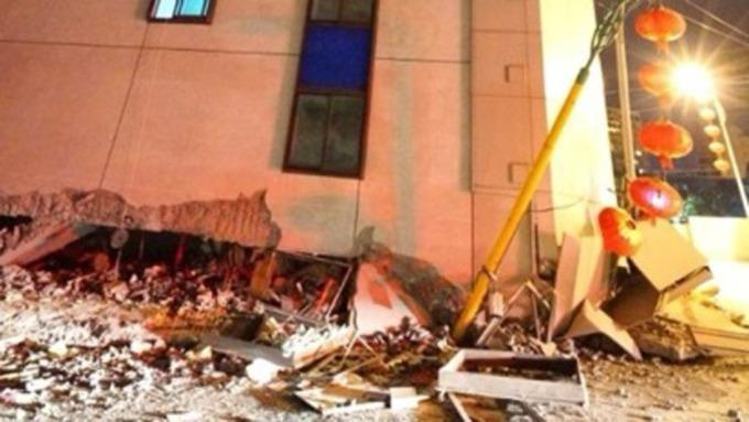 花蓮強震,造成房屋倒塌。(圖:AFP)
