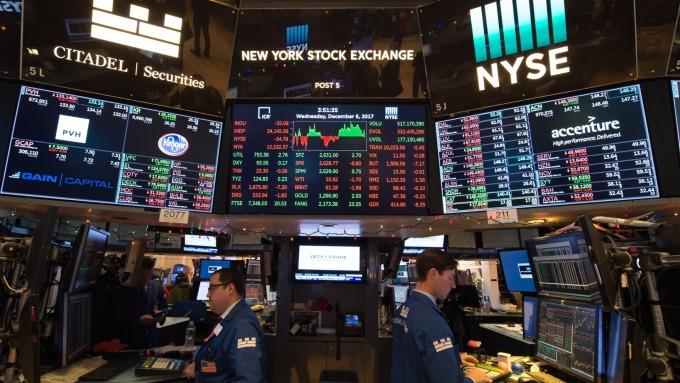 圖:AFP  美國股市週二中場走低